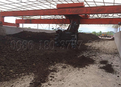 Composting Pig Manure using Large Capacity Compsot Turner