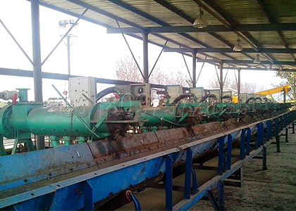 Screw press dewatering machine works in small size cow dung fertilizer production line