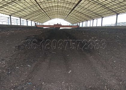Fertilizer composting equipment is handling organic raw material